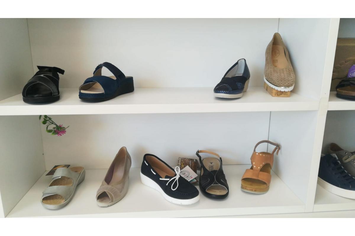 Al via i saldi estivi, sconti dal 30% su calzature